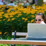 Работа на компьютере в парке
