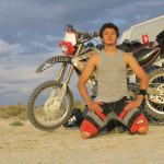Мужчина у мотоцикла