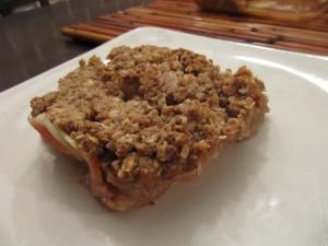 Яблочная запеканка с финиками и имбирем