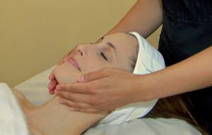 Как сделать массаж лица дома