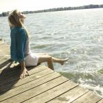 женщина в солнечных лучах